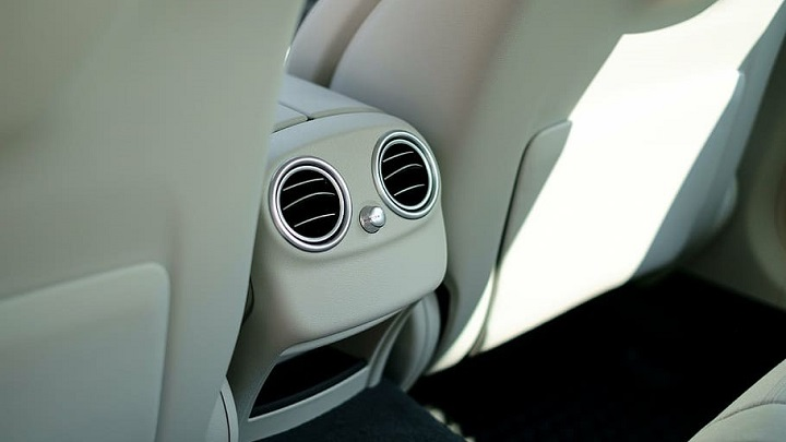 Rear seat air vents