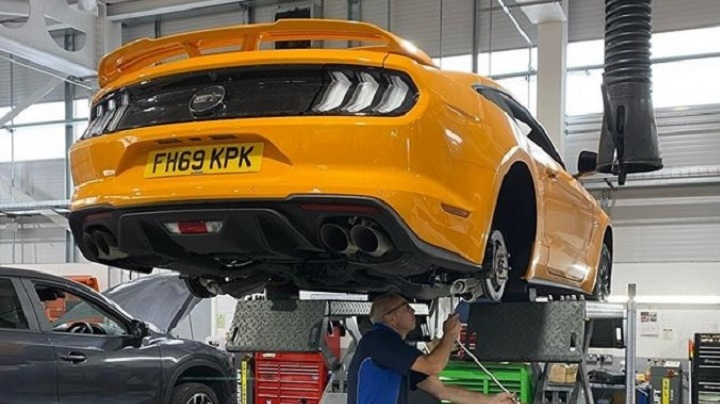 Paul Trickett works on Mustang 5.0 V8 modification