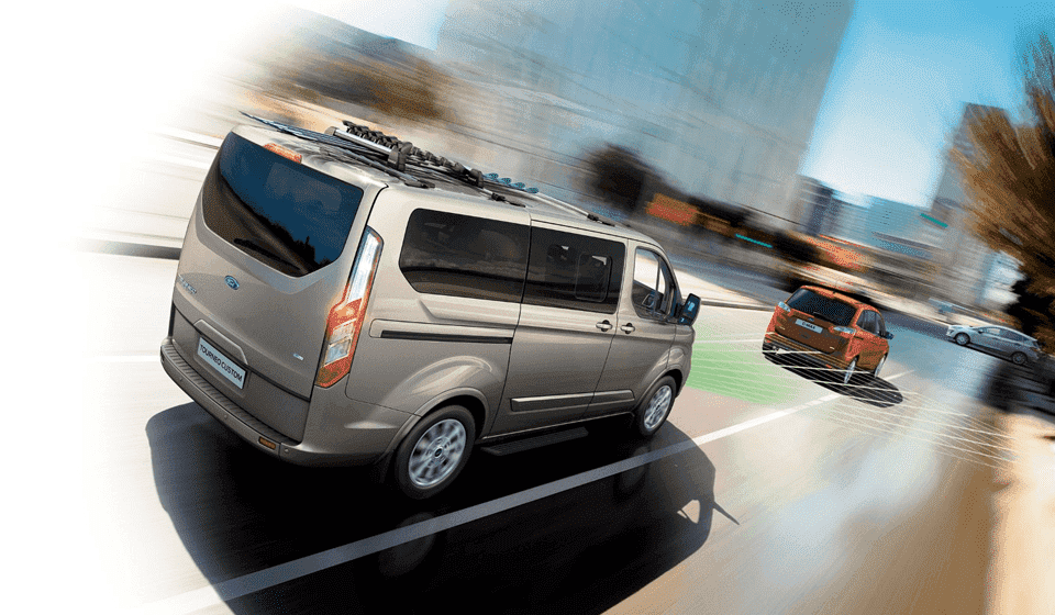 Ford Tourneo Pre-Collision Assist detects slower vehicle