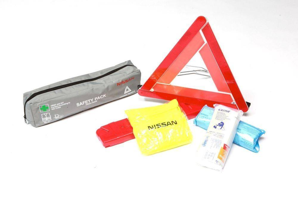Nissan-Qashqai-(2014--2017)-Safety-Pack-(First-Aid-Kit,-Jacket,-2-x-Warning-Triangles) 1