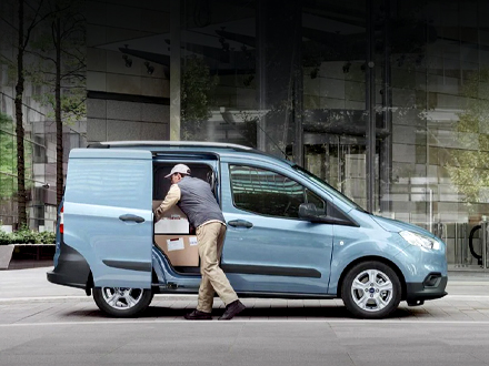 https://images.sandicliffe.co.uk/vehicles/van/new/ford/transit-courier/lifestyle.jpg